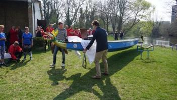 Reck und Völker enthüllen den Namen des neuen Bootes.